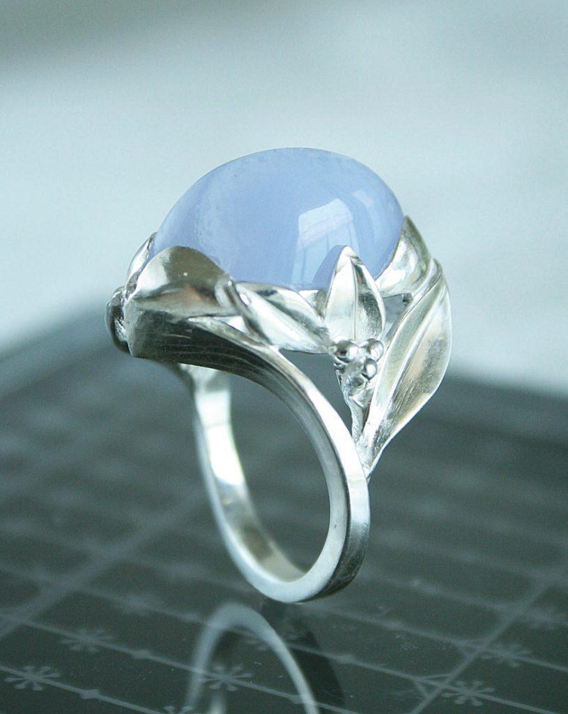飾り爪と天然石のリング